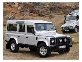 У нового Land Rover Defender горб на капоте